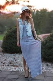 colete jeans com vestido longo com fecho