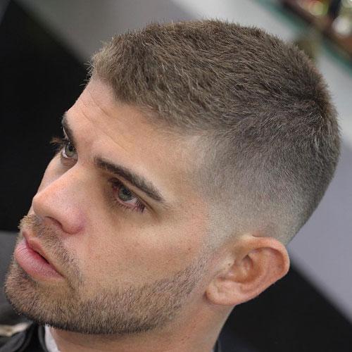 Um padrão com os fios maiores combinando com a barba rala