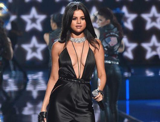 decotes ousados Selena Gomez