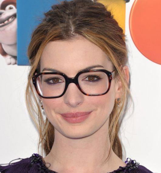 976633ce2946f Óculos Quadrado – Tipos de Rosto que Combinam   60 Modelos Lindos!