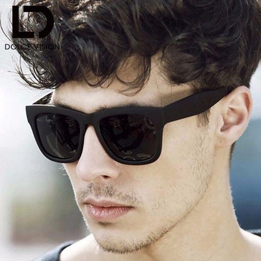 7ab7f1463bdaf Os modelos de óculos quadrado preto são os mais tradicionais entre o  público masculino. Impossível não curtir a variedade e flexibilidade desse  conceito.