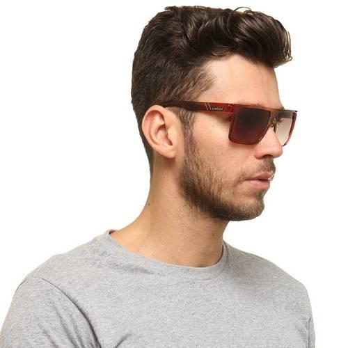 6d2184f88 Perceba que o óculos quadrado preto realça o rosto de qualquer rapaz, dando  aquele toque perfeito no visual, deixando bem moderno e descolado!