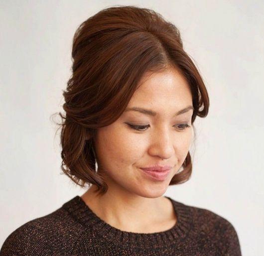 Penteados para Festa cabelo curto meio solto com topete e coque
