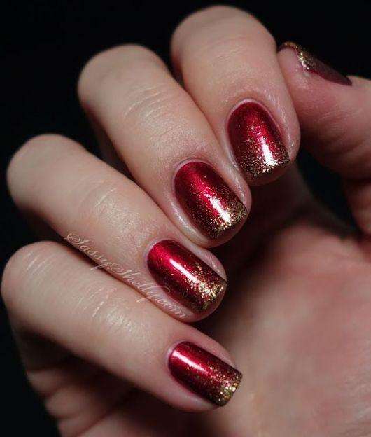 unha vermelha com glitter