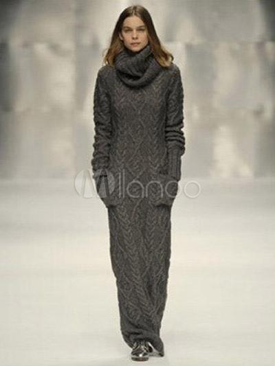 Modelo usa vestido de inverno com gola rolê.