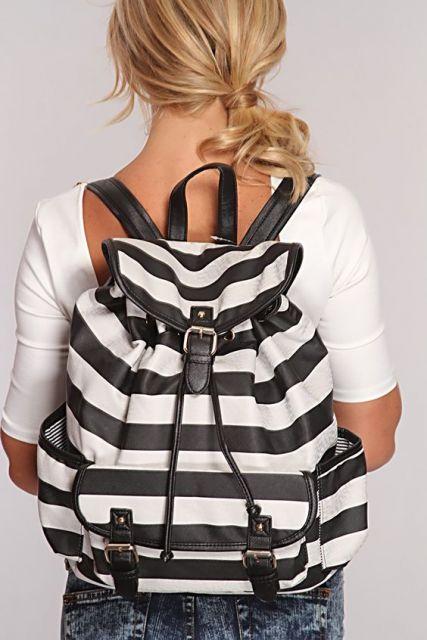 mochila preta e branca