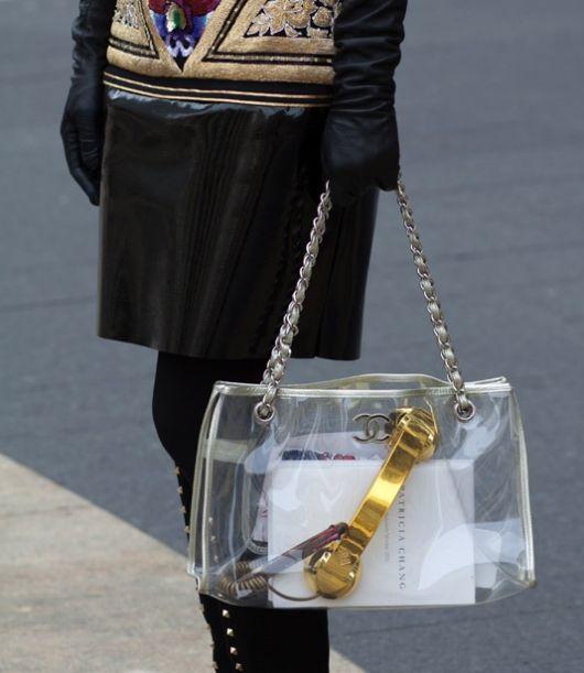 mochila transparente com lacinho dourado