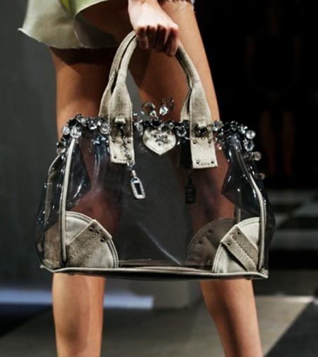 mochila transparente com detalhes em tecido