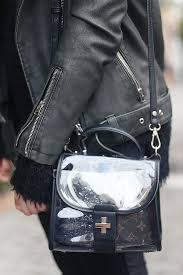 mochila transparente com alça de couro