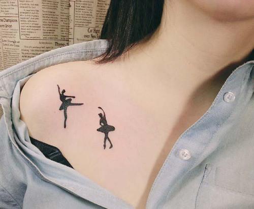 tatuagem de bailarina no colo
