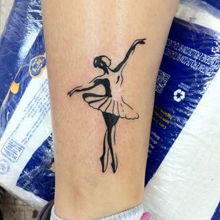 tatuagem de bailarina sombreada