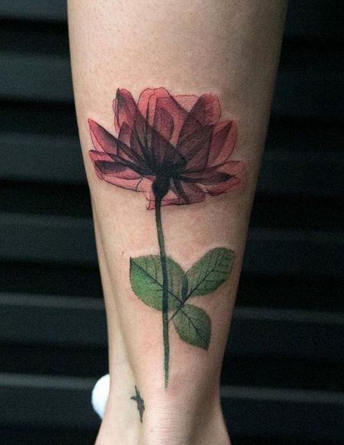 tatuagem flor vermelha