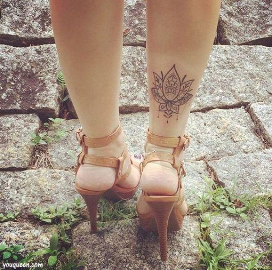 tatuagem delicada perna