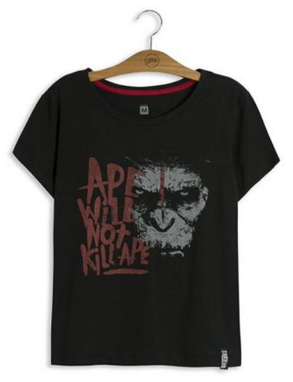 Camiseta preta com estampa do Planeta dos Macacos.