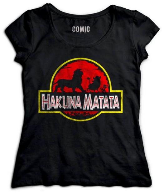"""Camiseta com estampa """"Hakuna Matata""""."""