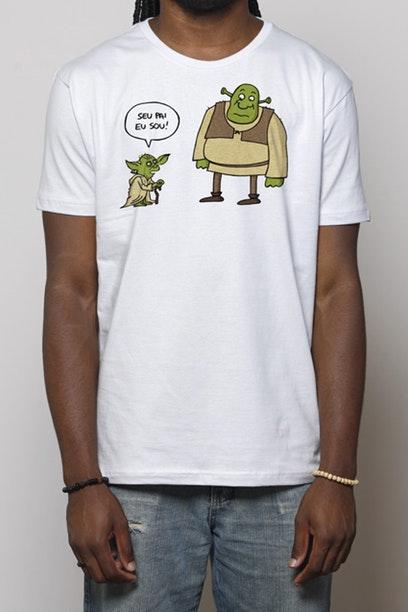 Estampa com Shrek e Yoda.