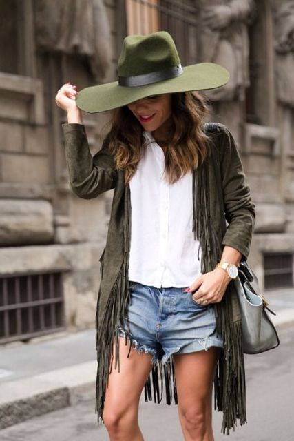 Mulher com chapéu.