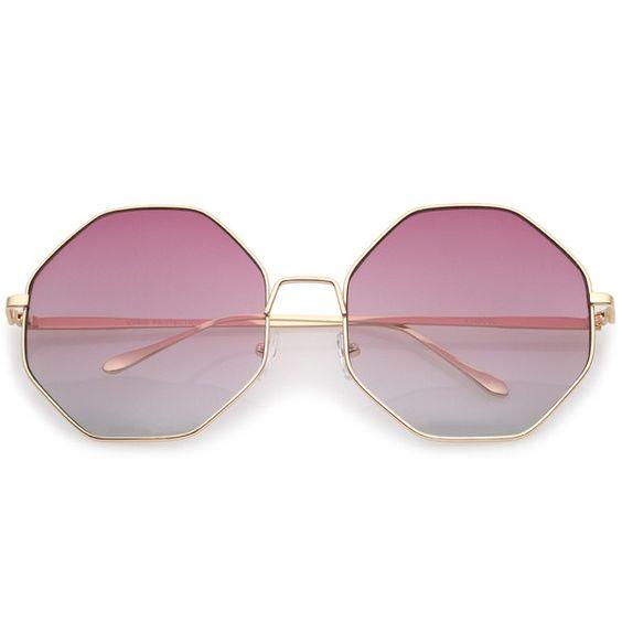Óculos espelhado com lente rosa.