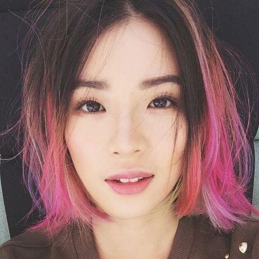 Asiática com cabelo ombré hair.