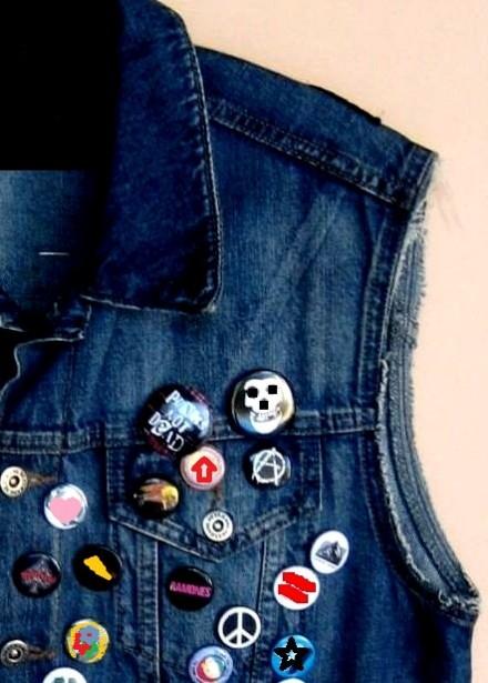 colete jeans customizado com bótons