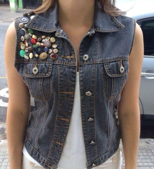 fotos e modelos de colete jeans customizado