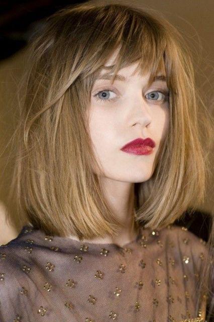 corte de cabelo liso médio