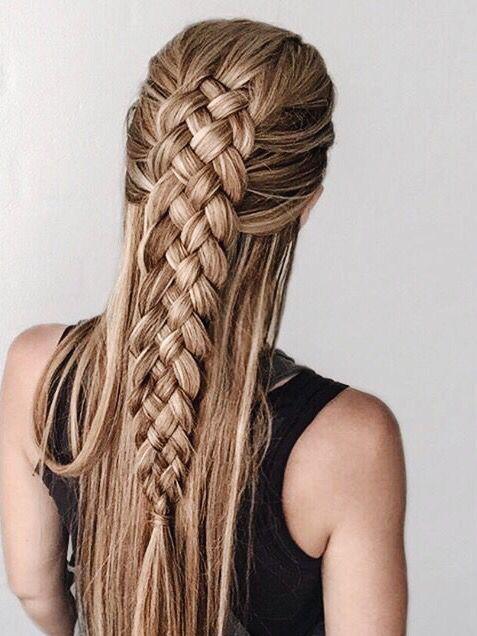Penteado em cabelo longo.