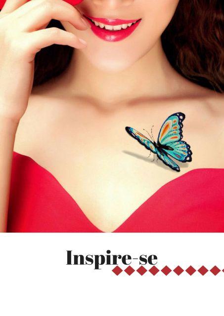 Modelo com tatuagem de borboleta no peito.