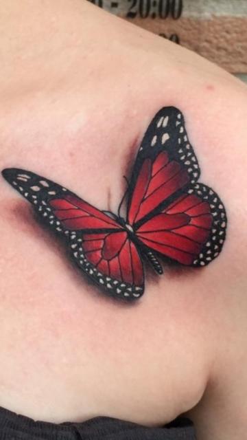 Tatuagem borboleta vermelha com preto 3D.