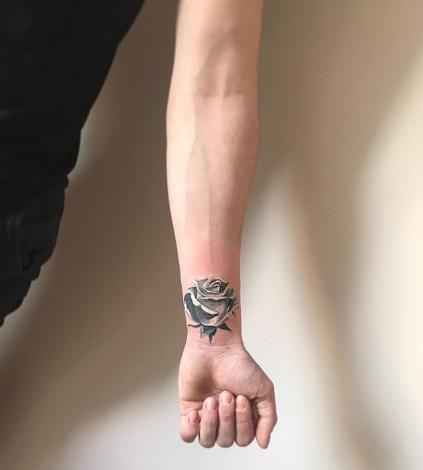 tatuagem preta e branca