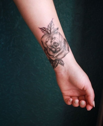 tatuagem sombreada pulso