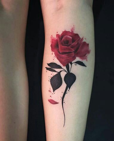 tatuagem colorida panturrilha