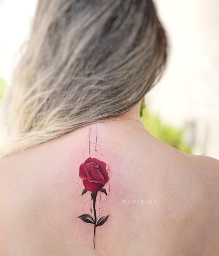 rosa vermelhas nas costas