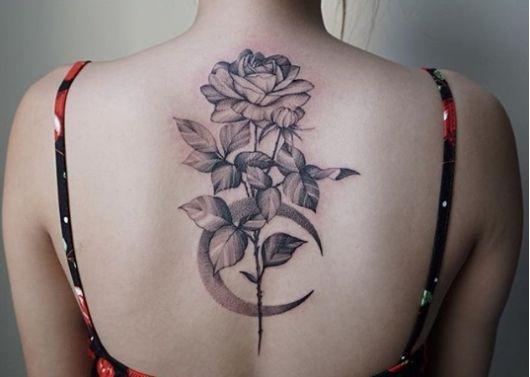 tatuagem flor com lua