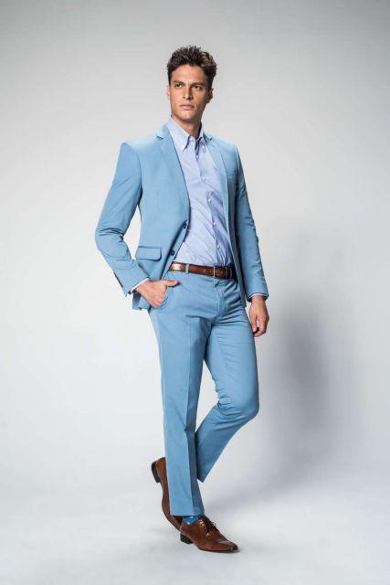 eb653d5d0 A combinação do terno claro com o cinto e o sapato marrom ficou perfeita ...