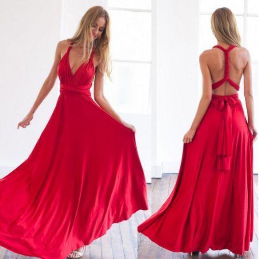 Modelo usa vestido vermelho frente única.