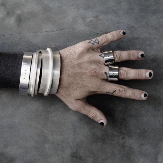 como usar braceletes juntos
