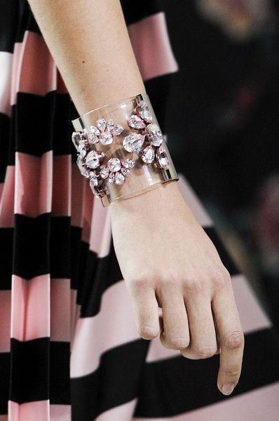 bracelete transparente moderno