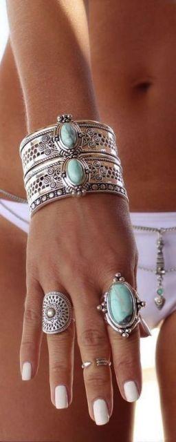 bracelete prateado com pedras