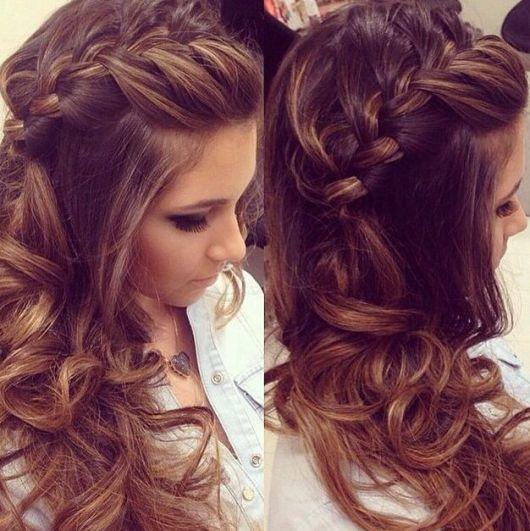 Penteados para madrinhas em cabelo longo com trança lateral