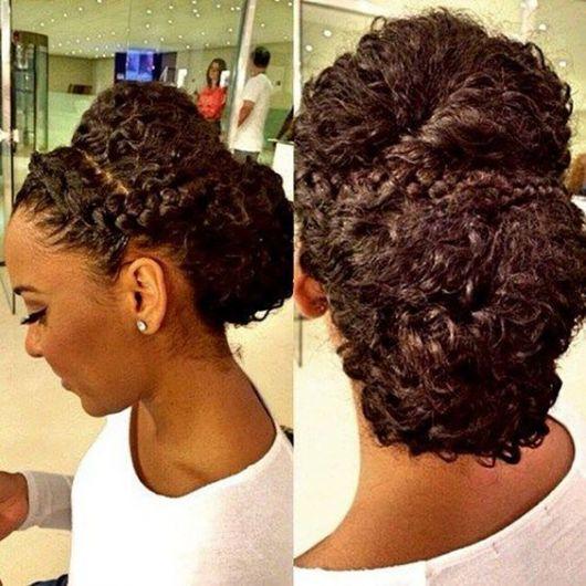 Penteados para madrinhas em cabelo cacheado com trança