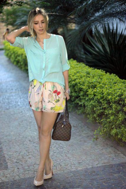 short florido com camisa social verde