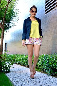 short florido com mini jaqueta