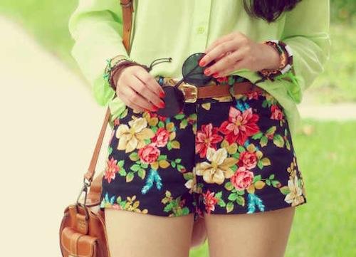 fotos de short florido em looks