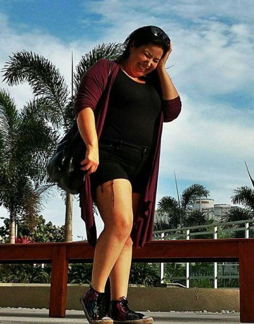 Shorts e blusa pretos com kimono.
