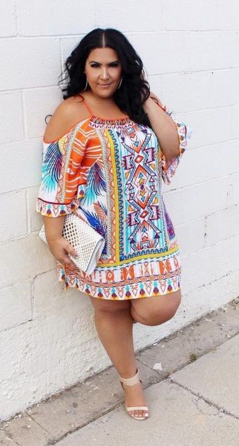 vestido curto estampado plus size