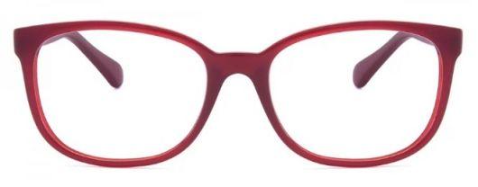 óculos vermelho.