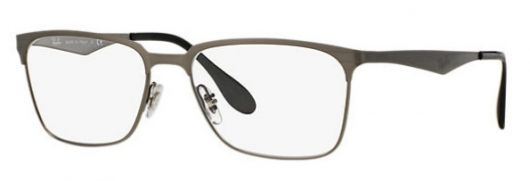 óculos com lente quadrada.