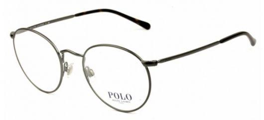 óculos com adesivo Polo na lente.
