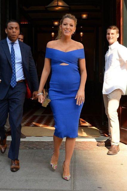 Blake Lively com vestido azul.